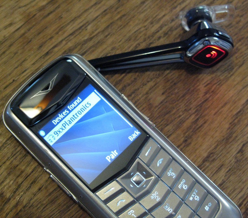 GearDiary The Plantronics Discovery 925 Bluetooth Earpiece Review
