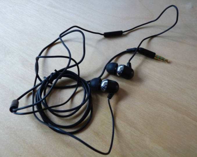 GearDiary Radius Atomic Bass Earphones for iPhone W/ Built-in Mic - Review