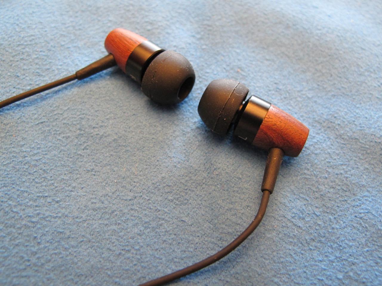 GearDiary Thinksound Headphones:  Green Sounds Good, Really Good