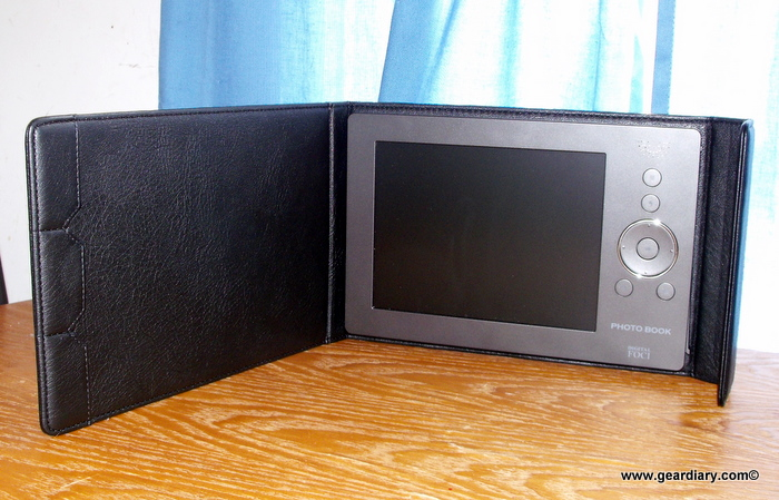 "GearDiary Review: Digital Foci 8"" Portable Digital Photo Album PBK-080"