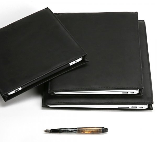 "GearDiary AUTUM Releases ""Straight Jacket"" Leather Sleeve for Apple iPad and MacBook Air."