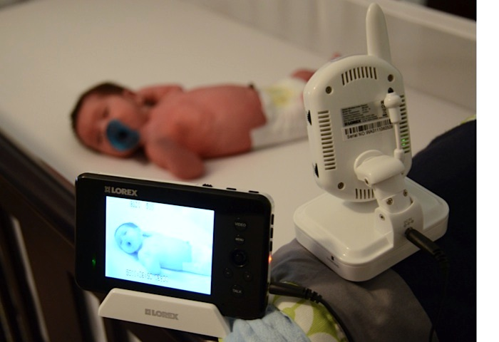 Lorex LIVE SENSE monitoring Baby J