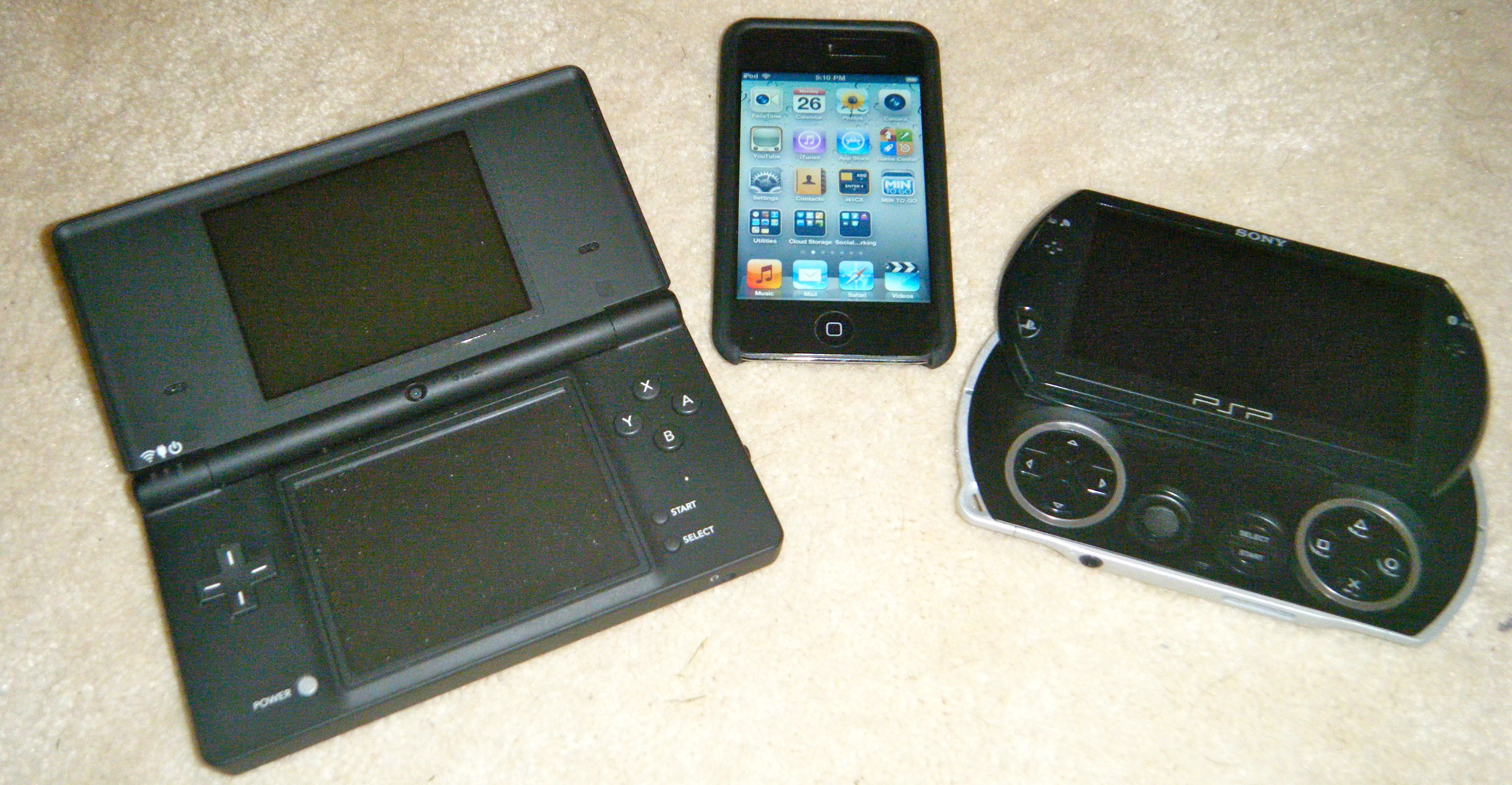 GearDiary Game System Retro-Review: iPod Touch, the MP3 Player That Killed Nintendo and Sony's Gaming Systems