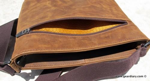 geardiary-waterfield-indy-ipad-bag-pockets