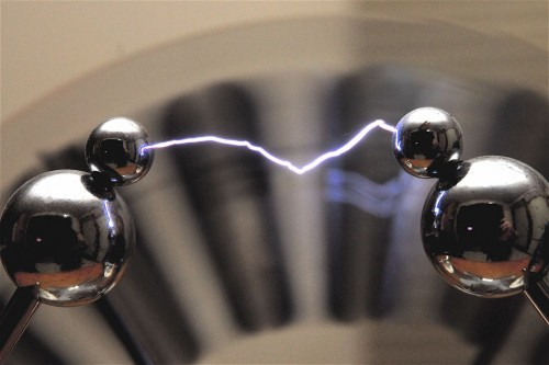GearDiary Everything You Need to Know About Electrostatic Discharge in One Funny Video