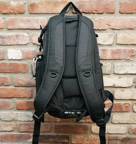 Lowepro DSLR Video Fastpack 150 AW 06