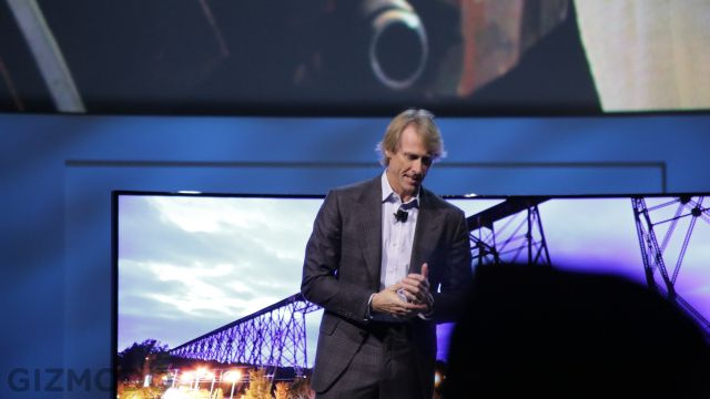GearDiary Michael Bay Leaves Samsung Press Conference Stage Due to Teleprompter Failure