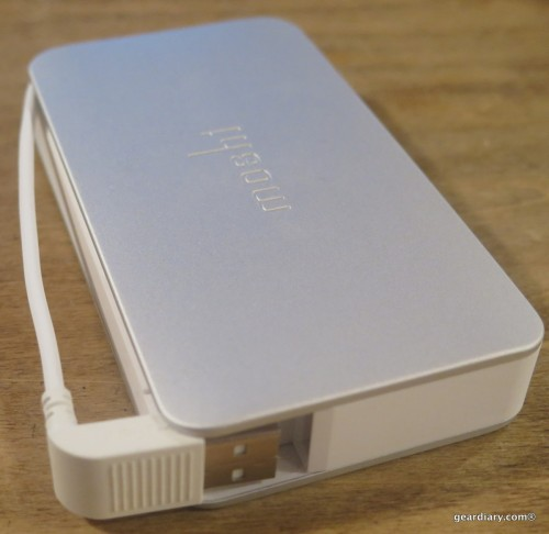 Moshi IonBank 5K with Lightning Connector-008