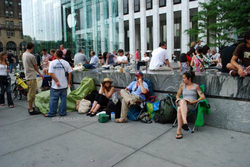 iphone return period more closely matches the iphone wait line