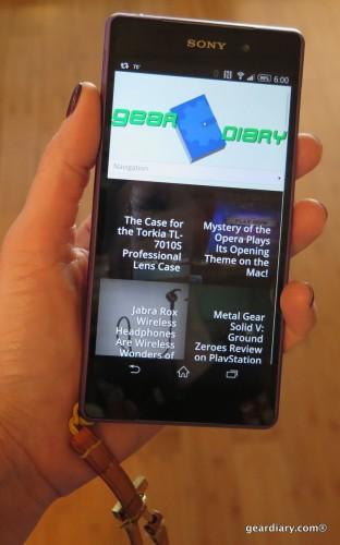geardiary-sony-xperia-z2-in-hand
