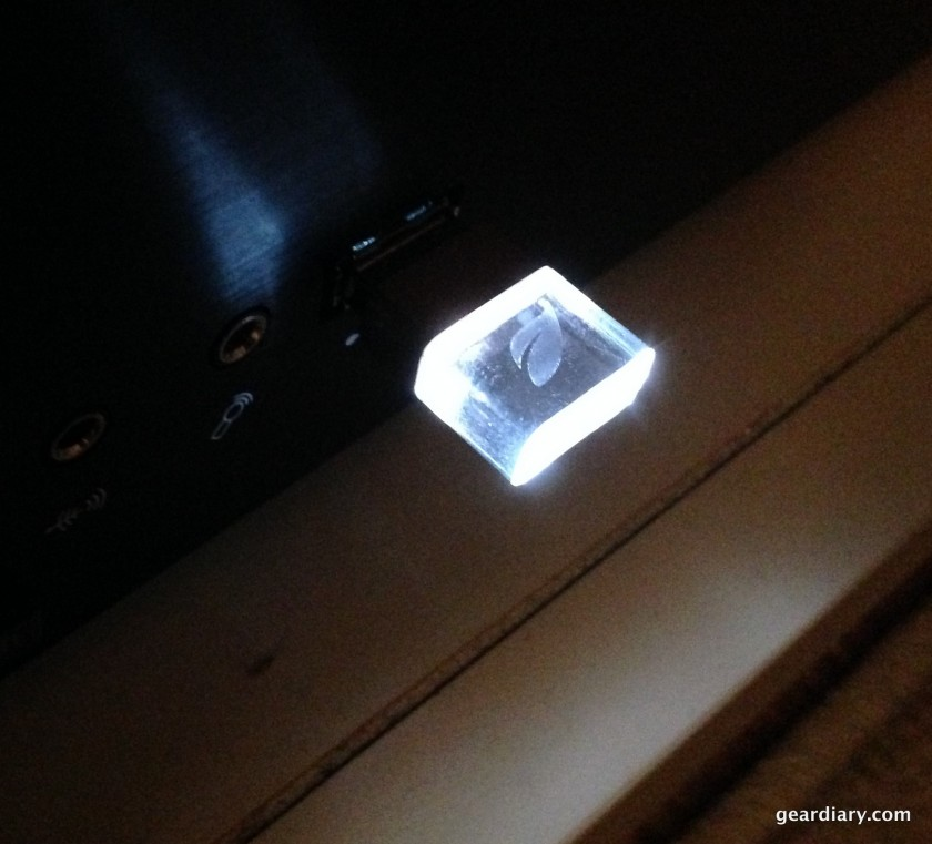 A photo of the white soft-glow LED in both the Ice and Magnet.