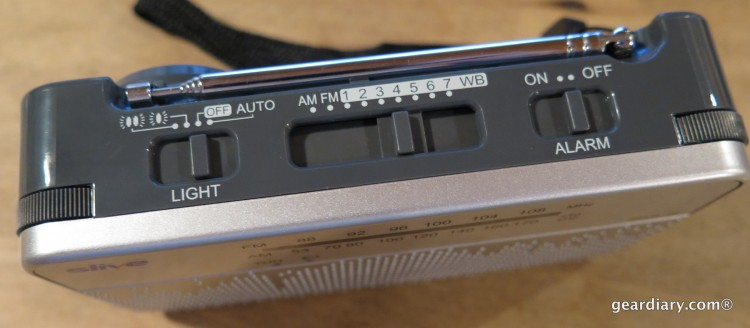 Gear Diary Reviews the SLIVE-4U Self-Powered AM:FM:WB Radio with Flashlight & Phone Charger-007
