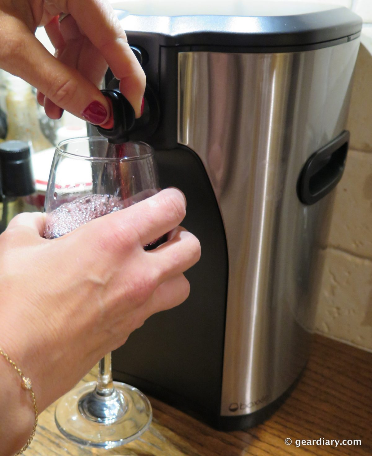 GearDiary Boxxle Wine Dispenser Makes Pouring a Glass So, So Easy!