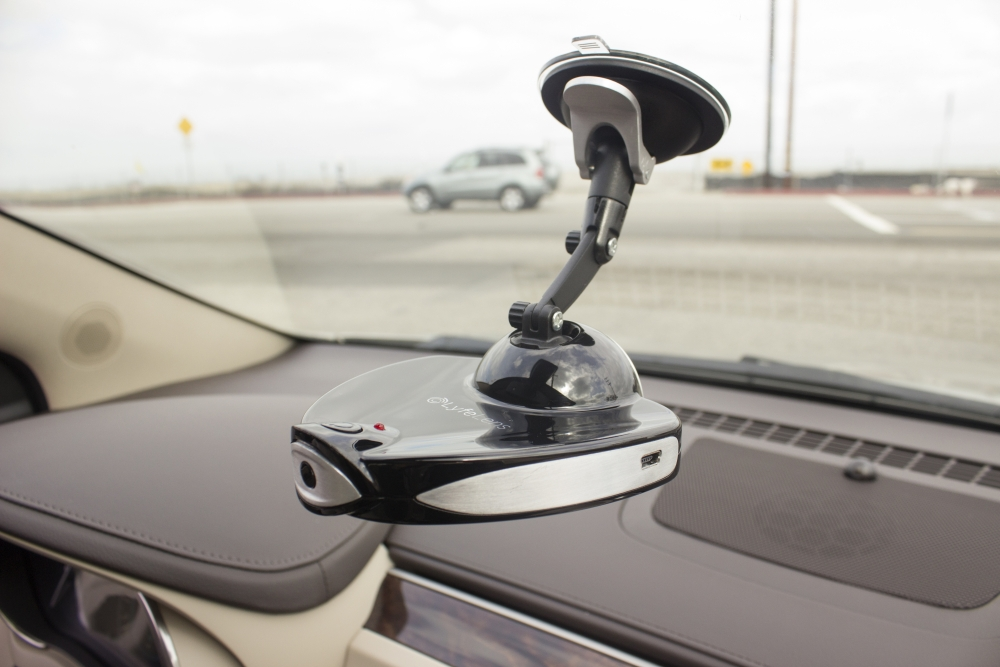 GearDiary LyfeLens is the Live-Feed DashCam You Need in Your Vehicle