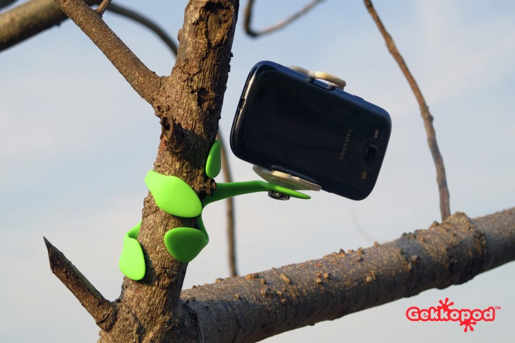 GekkoPod is the Everything Mount You Need For All Of Your Handhelds