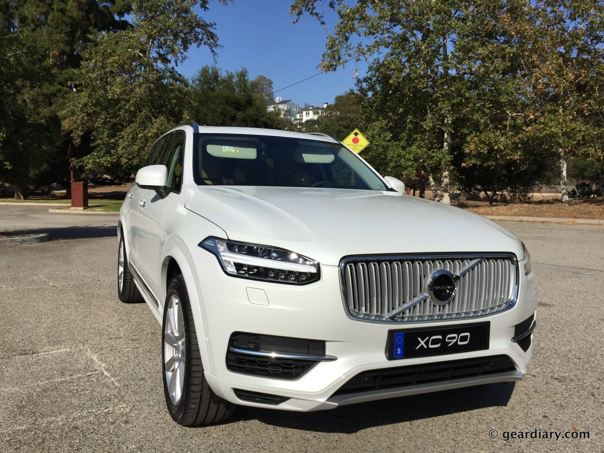 2016 volvo xc90 test drive two versions of one luxurious new midsize suv geardiary. Black Bedroom Furniture Sets. Home Design Ideas