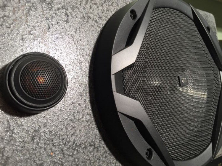 JBL GX600C Component Speakers Bring the Concert to the Car