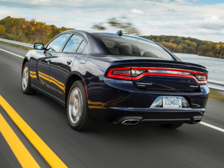 GearDiary 2015 Dodge Charger SXT Is a Perfect Combination of Style and Value!