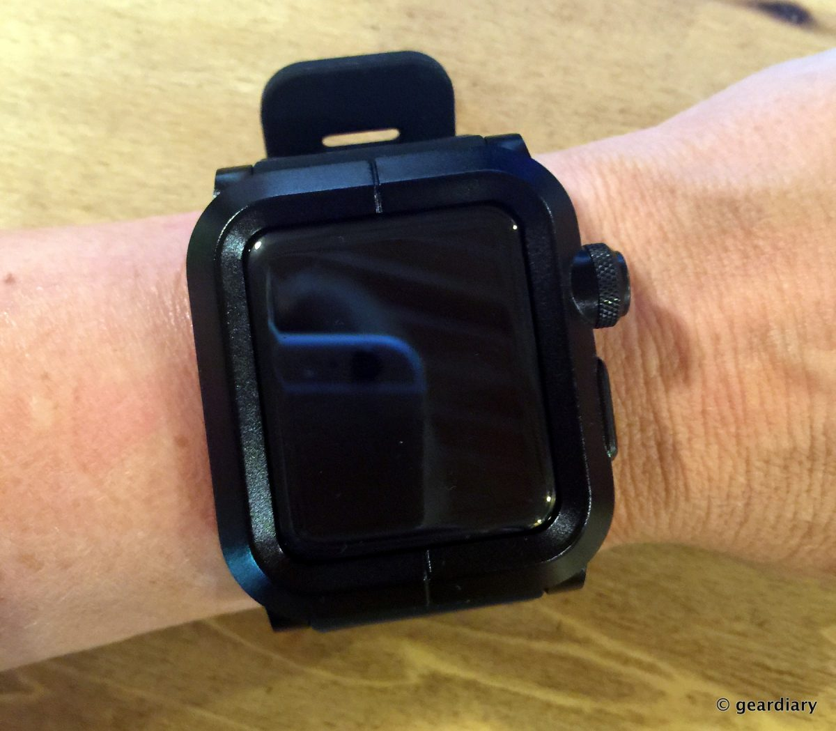 purchase cheap 6e49a bfd28 The LUNATIK EPIK Turns Your 42mm Apple Watch into a Tank!