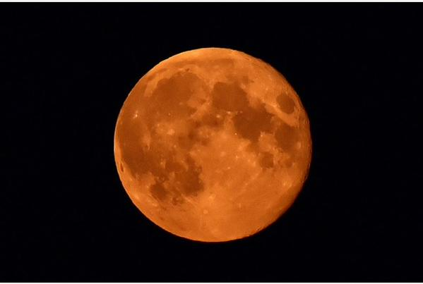 "GearDiary How to View the ""Blood Moon"" Total Lunar Eclipse Tonight"
