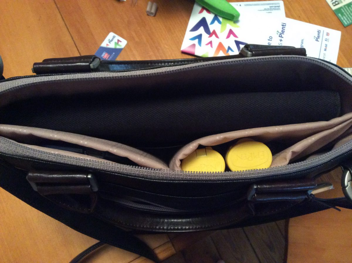 GearDiary Carry Your Tech and Look Professional Doing It Part 1 - the Moshi Urbana Mini
