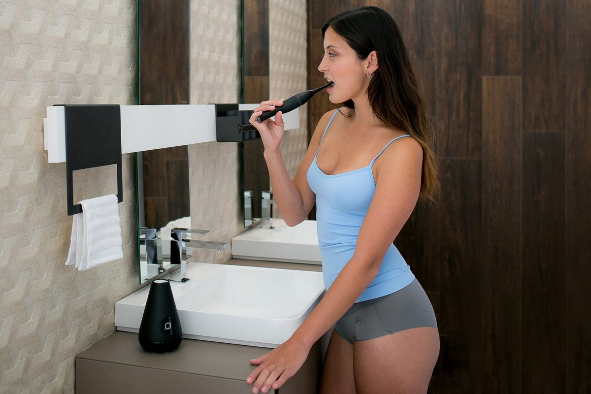 GearDiary Cleanliness Is Next to Your Bathroom Sink with the Aura Clean Toothbrush