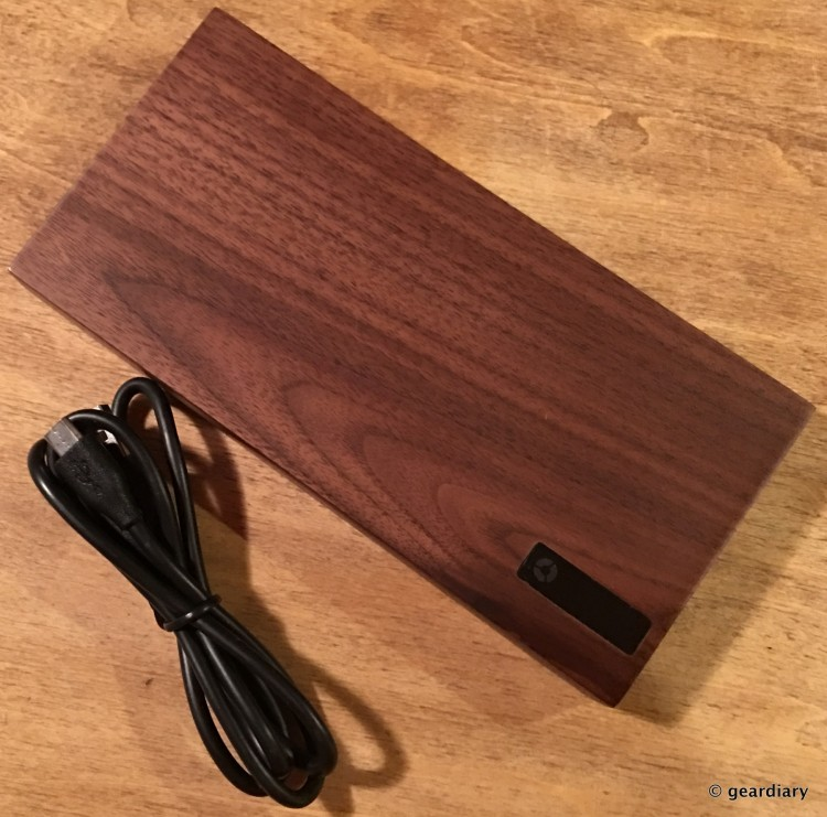 04-Gear Diary Reviews the Nomad PowerPlant American Walnut 12000mAh Battery.04