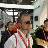 DloDlo Glass V One Virtual Reality Glasses: Vaporwear? Or the World's Smallest VR Headset?