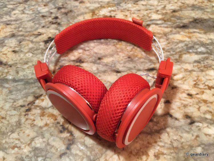 2ba17b1d66b GearDiary UrbanEar's Sweatproof Headphones Get Rid of Adjusting While  Working Out