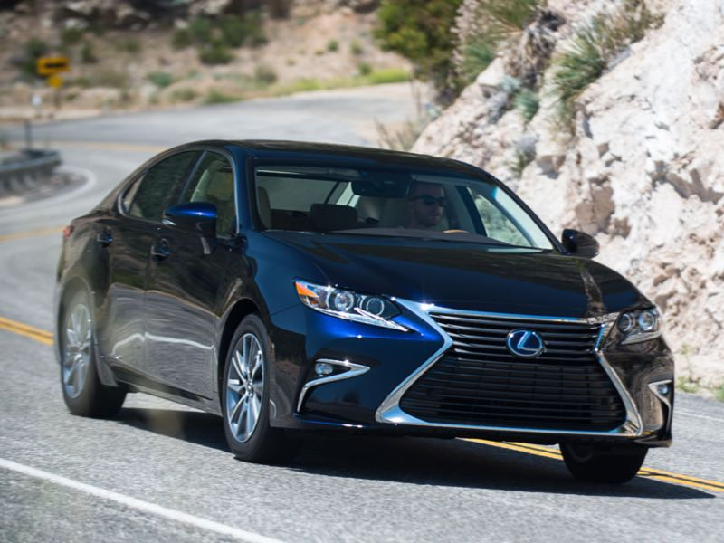 2017 lexus es 300h offers luxury ride with hybrid drive geardiary. Black Bedroom Furniture Sets. Home Design Ideas