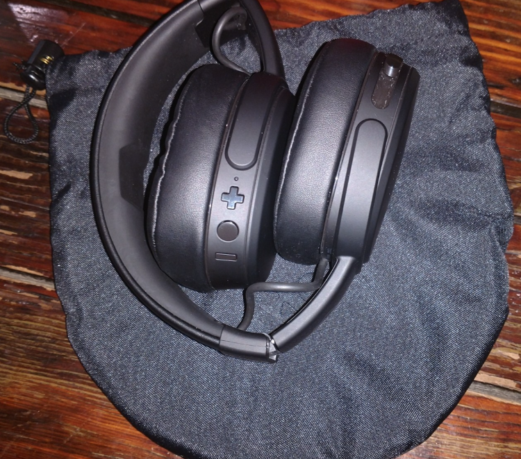 GearDiary Skullcandy Crusher Wireless Headphones Are a Treat for Your Ears!