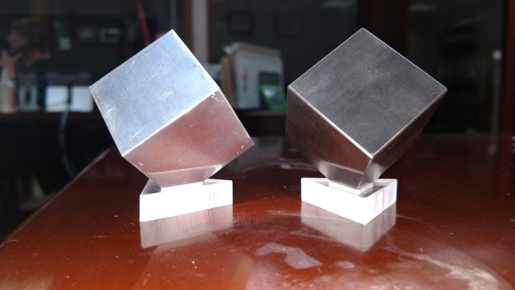 GearDiary Tungsten and Aluminum Desk Cubes Entertain Just About Everyone!