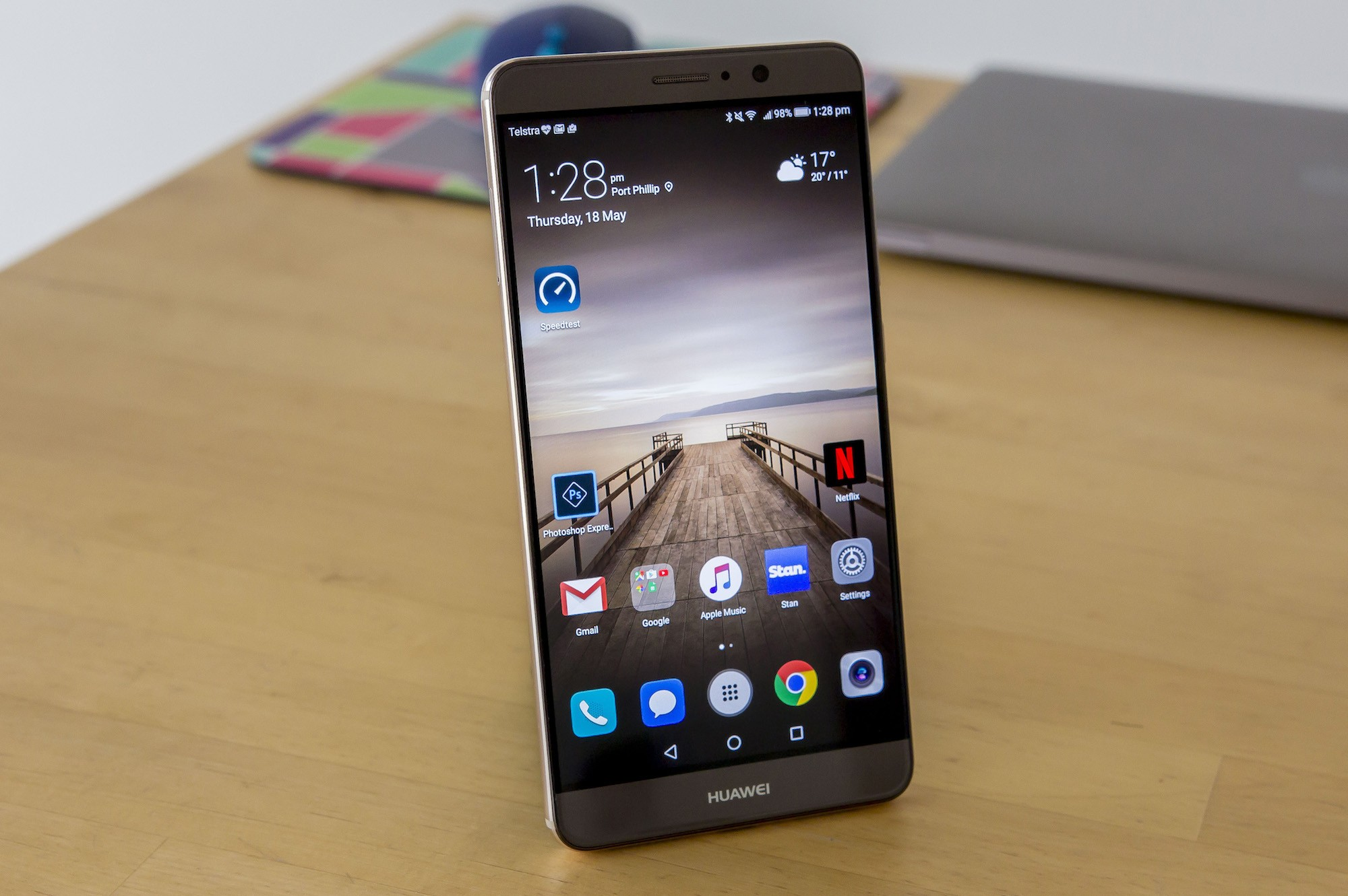 Huawei Mate 9 Review: Massive Screen, Tight Bezels, and ...