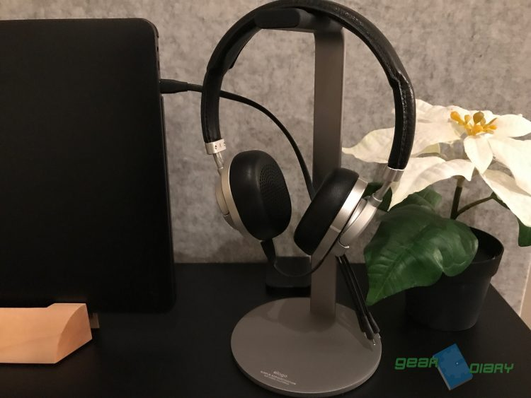 Stop Throwing Your Headphones in the Drawer with Elago's H Stand
