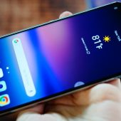 GearDiary LG V30: A Small-ish Phablet with Huge Features