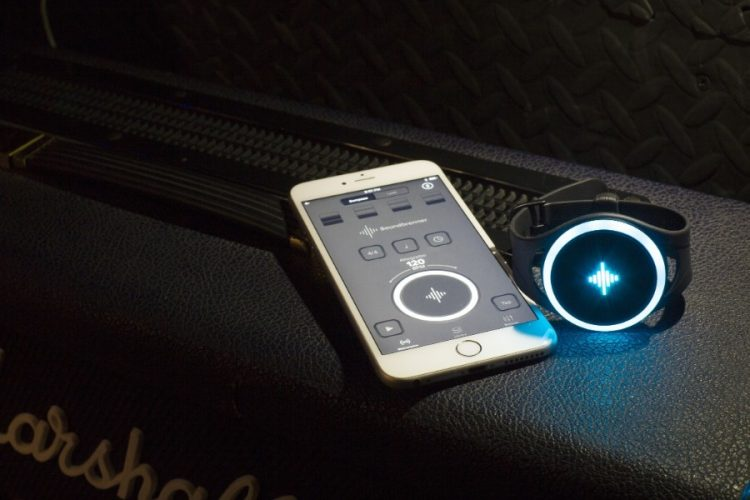 GearDiary This Smart Metronome Uses Vibrations to Keep You on Beat
