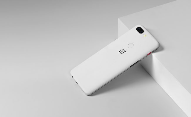 GearDiary OnePlus 5T Gets a Limited Edition Sandstone White Model for the New Year