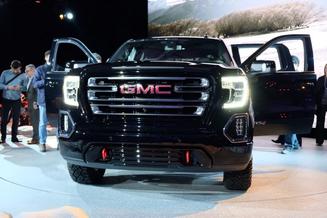 GearDiary GMC's All New 2019 Sierra AT4 Is an Off-Road Pickup with Luxury Finishes
