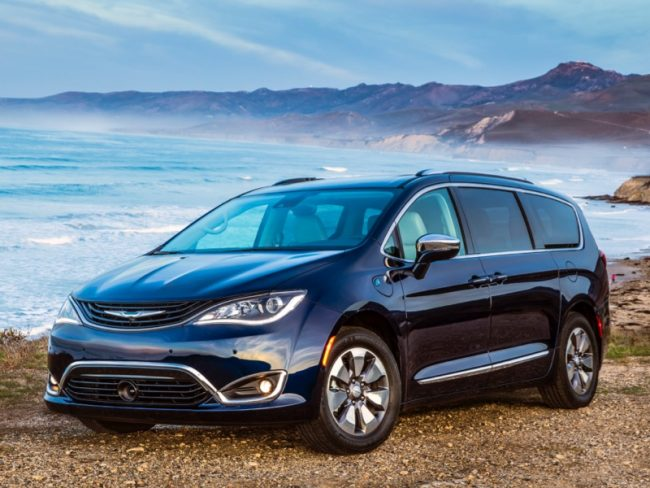 2018 chrysler pacifica hybrid minivan is the perfect. Black Bedroom Furniture Sets. Home Design Ideas