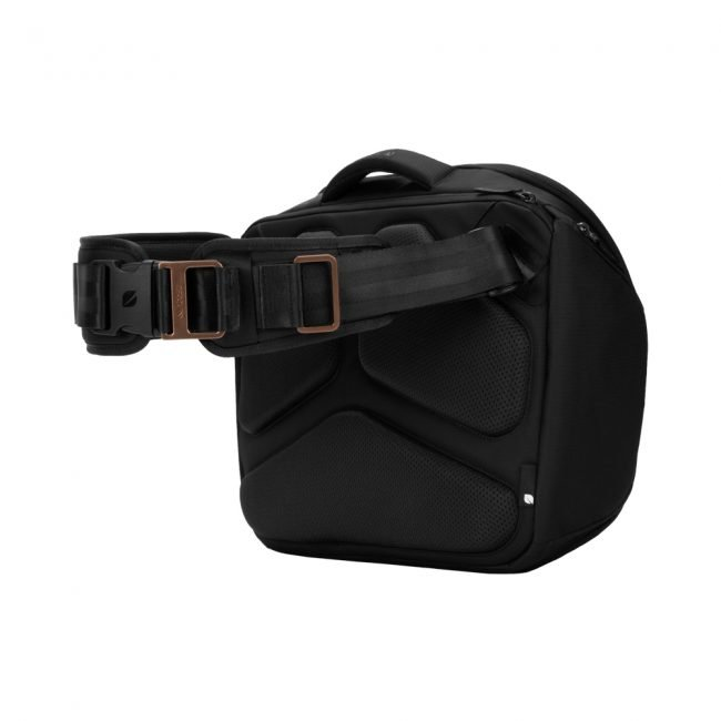 GearDiary Incase's ICON Sling Pack Is a Great Way to Commute with All of Your Things