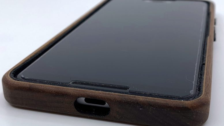 GearDiary KerfCase Surrounds Your Pixel 3 XL in Gorgeous Wood