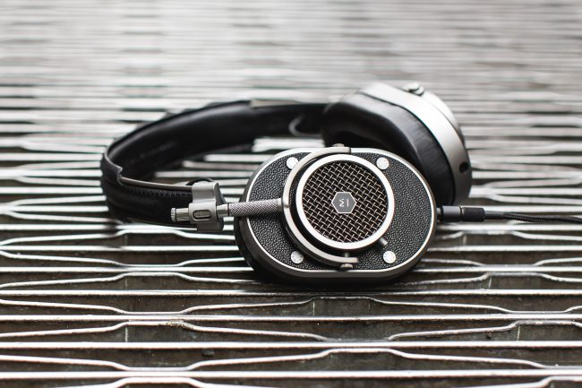 GearDiary Get the Master & Dynamic MH40 Headphones for $50 off During Their Memorial Day Sale