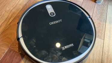 GearDiary Ecovacs DEEBOT 711 Is a Lean, Mean, Smart Cleaning Machine